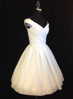 Hey, j'ai trouvé ce super article sur Etsy, chez https://www.etsy.com/fr/listing/235145200/tea-length-wedding-dress-off-shoulder