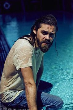 British actor Tom Payne has been busy setting hearts aflutter as Paul 'Jesus' Rovia on hit US drama series The Walking Dead, but it seems the star's turn Jesus The Walking Dead, Walking Dead Quotes, Walking Dead Series, Stockholm, Paul Rovia, Youtubers, Prodigal Son, Carl Grimes, Stuff And Thangs