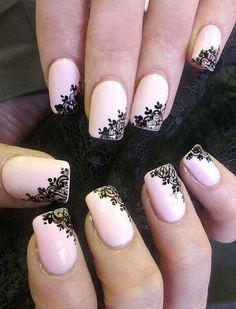 uñas rosa pintadas con negro