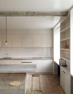 Cozinha branca e bege