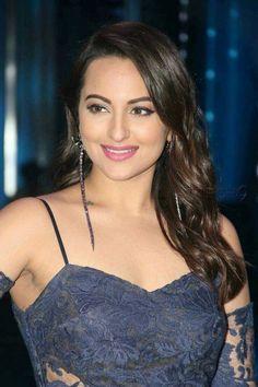 sonakshi sinha at DuckDuckGo Bollywood Actress Hot Photos, Indian Bollywood Actress, Beautiful Bollywood Actress, Bollywood Fashion, Beautiful Actresses, Indian Actresses, Beautiful Girl Indian, Beautiful Girl Image, Most Beautiful Indian Actress