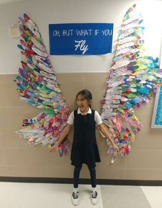 Top 16 whole school collaborative projects for the new school year - feathered wings with each child decorating their own feather. school Top 15 collaborative projects for the new school year The New School, New School Year, Art School, Back To School Art, School Ideas, School Council Ideas, Back To School Crafts For Kids, School Murals, School Office