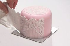 Cómo se hace el encaje de azúcar para tartas