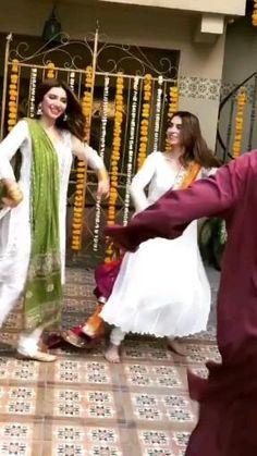 Beautiful Dress Designs, Stylish Dress Designs, Designs For Dresses, Pakistani Wedding Dance, Indian Wedding Songs, Ballet Dance Videos, Dance Choreography Videos, Easy Dance, Wedding Dance Video