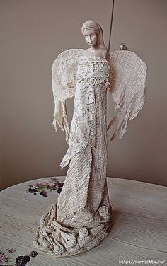 powertex fabric This is soo beautiful. Pottery Sculpture, Sculpture Art, Paper Mache Mix, Angel Artwork, Angel Images, Found Art, Paperclay, Christmas Angels, Clay Art