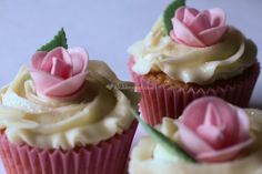 Rose bud cupcakes from Cupcake Yourself   Photo 28