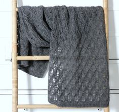 Susanne Gustafsson has some beautiful free knitting and crochet patterns on her website. For baby, children and adults. This shawl is particularly lovely. [will need to translate for English] Knitting For Charity, Knitting For Kids, Free Knitting, Crochet Stitches Patterns, Knitting Patterns, Rowan Felted Tweed, Lace Scarf, How To Purl Knit, Tejidos