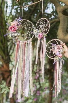 Handmade French Romantic Floral Dreamcatcher with Tassel (Set of French Romantic Handmade boho dream catcher with artificial flowers and greeneries. Would look beautiful in a bohemian home or wedding venue Large center hoop: Dream Catcher Decor, Dream Catcher Boho, Dream Catcher Wedding, Beautiful Dream Catchers, Diy And Crafts, Crafts For Kids, Arts And Crafts, Simple Crafts, Floral Hoops