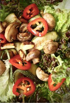 salad bowl with grilled vegetables + turmeric vinaigrette // via saviasabia.com
