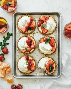 No-bake pimm's strawberry cheesecake tarts