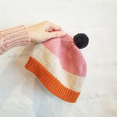 Ravelry: Basic Beanie pattern by Emily Bolduan Knit Hat Pattern Easy, Baby Hat Knitting Patterns Free, Knit Headband Pattern, Free Knitting, Baby Knitting, Crochet Patterns, Free Pattern, Knitted Baby Beanies, Knitted Hats