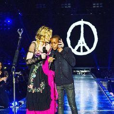 マドンナ、パリで犠牲者に捧げるパフォーマンスを披露