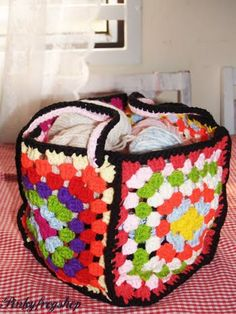 Granny square storage.  I could totally crochet this! http://pinkyfrogshop.blogspot.com/2010/10/how-do-you-organise-your-yarn.html
