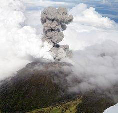 10/31/2014 - Costa Rica volcano spews ash in biggest eruption for 100 years - Telegraph