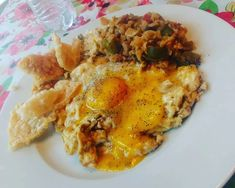 """Say """"good morning"""" to your stomach with a low-carb Spanish rice dish and eggs! Try this keto-friendly breakfast.""""This meal though!!!! We have 3 eggs scrambled in 2 tablespoons ofKerrygoldbutter, 1/2 oz of pork rinds, and some Miracle Rice ala Spanish rice on the side topped with 2 egg yolks... Y'all, I'm dying over this meal! The best part is I can still eat this on my prep! Got to love keto!""""---@theketoroad on Instagram.Serves 4Ingredients for Miracle Spanish Rice:2 bags of Miracle Ri Miracle Rice, Miracle Noodles, Rice Recipes For Dinner, Breakfast Recipes, Cauliflower Rice Casserole, Healthy Cooking, Healthy Recipes, Spanish Rice Recipe, Rice Dishes"""