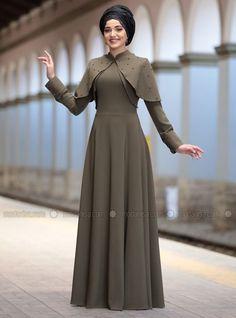 Abaya Fashion, Skirt Fashion, Fashion Dresses, Hijab Style Dress, Hijab Chic, Long Skirt Looks, Dress Pesta, Modele Hijab, Simple Gowns
