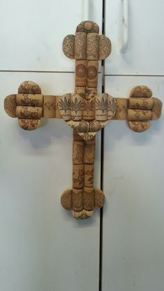 Made use of Beer Corks for to buy online to be used for craft undertakings like beer cork wreaths, plug pin boards, wedding ceremony nepotism plus much more. Wine Craft, Wine Cork Crafts, Wine Bottle Crafts, Wine Cork Trivet, Wine Cork Art, Wine Cork Projects, Cork Ornaments, Wine Bottle Corks, Cross Crafts