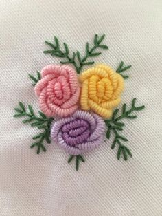Brazilian Embroidery Stitches, Hand Embroidery Videos, Embroidery Stitches Tutorial, Embroidery Flowers Pattern, Simple Embroidery, Hand Embroidery Stitches, Embroidery Jewelry, Crewel Embroidery, Hand Embroidery Designs
