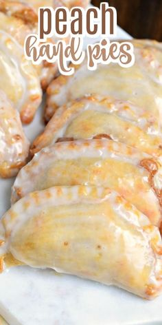 Dessert is ready in 30 minutes with these Glazed Peach Hand Pies! The flaky crust and spicy cinnamon filling are the perfect combo in a hand pie, plus they're baked not fried! Homemade Peach Pie Recipe, Peach Pie Recipes, Homemade Pie, Mini Pie Recipes, Fried Peach Pies, Mini Peach Pies, Fried Pies, Mini Pies, Mini Fruit Pies