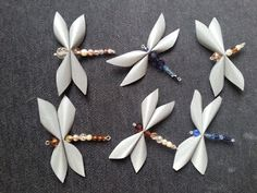 Unelmaloistoa: Sudenkorento heijastimet Diy Projects To Try, Projects For Kids, Bead Crafts, Diy And Crafts, Safety Crafts, Dragon Fly Craft, Butterfly Crafts, Diy Recycle, Leather Projects