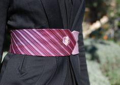 Ceinture-cravate en soie brodée petite fleur violette - Pièce unique : Ceinture par amandine-m