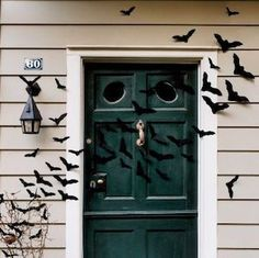 50 Cheap and Easy Outdoor Halloween Decor DIY Ideas - Prudent Penny Pincher Halloween Zombie, Halloween Party, Halloween Celebration, Halloween 2020, Halloween Stuff, Halloween Ideas, Halloween Office, Halloween Halloween, Halloween Pumpkins