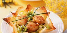 Discover the recipe Croustillant de Saint-Jacques on cuisineactuelle. Tapas, Food Porn, Fingerfood Party, Scallop Recipes, Brunch Outfit, Cooking Recipes, Healthy Recipes, Xmas Food, Saint Jacques
