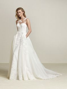 Drum: Wedding dress large detachable overskirt - Pronovias | Pronovias