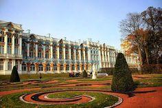 """POST NOVO! Conheça o incrível Palácio de Catarina e o seu impressionante jardim no post """"4º dia em São Petersburgo"""". Acesse o conteúdo completo emhttp://ift.tt/2lBKJaX no link no nosso perfil.  Lá você encontrará ainda os posts dos outros dias em São Petersburgo e em breve também Moscou…"""