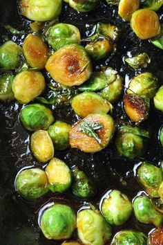 Sweet & Spicy Sriracha Brussels Sprouts – The Fitchen