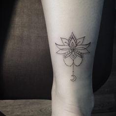 • Flower •  #tattoo #tatuaje #tatouage #tattooink #ink #inked #ivysaruzi #thinkartclub #flowertattoo #flower #linestattoo