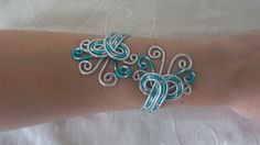 Bracelet N°18, bijoux fantaisie en fil aluminium argenté et turquoise : Bracelet par mandy-fantaisie