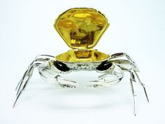 Spanish sterling silver novelty crab tabletop snuff box, very well modelled and of excellent quality.  Its marked within the hinged compartment to show its 925 and also has M1 showing its from Madrid, the other mark which will be the makers mark is indistinct and we can not make this out.  Its in immaculate condition and very well detailed.  It measures 120mm across the widest point (legs) and stands 40mm tall.  The legs are numbered 1-6 , the reason for this we are still unsure of…