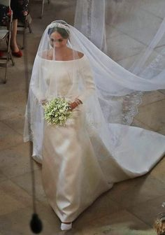 Meghan Markle, Duchess of Sussex from The Best Royal Wedding Dresses Meghan Markle wed Prince Harry in a Givenchy dress by the fashion house's creative director Clare Waight Keller. Harry And Meghan Wedding, Harry Wedding, Wedding Day, Wedding Weekend, Estilo Meghan Markle, Meghan Markle Stil, Meghan Markle Prince Harry, Prince Harry And Megan, Royal Wedding Gowns