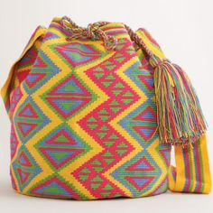 Hermosa Collection Wayuu Bags Handmade by One Thread at a time. Una Hebra Wayuu Mochila Bags of the Finest Quality. Tapestry Bag, Tapestry Crochet, Crochet Handbags, Crochet Purses, How To Make Leather, Boho Bags, Knitted Bags, Handmade Bags, Crochet Baby