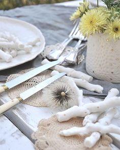 Au jardin 🌾#porcelain #branch #handmade #handcrafted #flowers #spring #slowlife #ceramics #wabisabi #creditphotomarieroura #myriamaitamarceramics