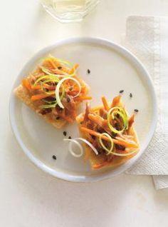 Chips de wontons au canard confit - - Ricardo Volume 16 no page 75 Wonton Chips, Wontons, Fun Easy Recipes, Snack Recipes, Snacks, Confit Recipes, Oscar Food, New Pressure Cooker, Cilantro Chutney