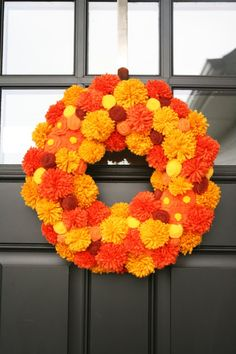 Pom Pom Wreath: Another pom pom project for my to do list. I love that the color combos are only limited by what yarn colors you can find.