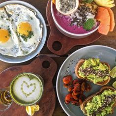 A Canggu Bali guide: things to do in Canggu  What to do in Canggu? An easy question to answer: eat, relax, beach, surf, enjoy, repeat! With so many cool places around you are spoiled for choice so I made a list of Canggu things to do and go eat.