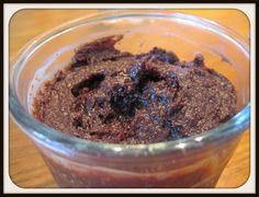 Kernesund nutella /  Ingredienser: 250 g soltørrede dadler 100 g hasselnødder 3 store spsk kakao (fx RAW kakao hvis det skal være ekstra lækkert – og sundt! 3 spsk kokosolie 1 tsk vaniljepulver