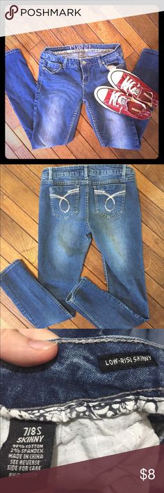 Rue 21 skinny jeans Rue 21 low-rise skinny jeans. These are pre-loved jeans and have a small stain on the bottom of the one of the legs. Rue 21 Jeans Skinny