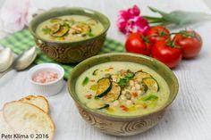 Cuketová polévka s fazolí a mátou Hummus, Ethnic Recipes, Food, Homemade Hummus, Meal, Essen, Hoods, Meals, Eten