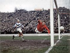 Charlton Ath 3 QPR 3 in Feb 1968 at the Valley. Keith Sanderson scores for QPR in the Division clash. Football Program, Football Cards, Football Players, Charlton London, Charlton Athletic Football Club, Rodney Marsh, Queens Park Rangers Fc, Everton Fc, Retro Football