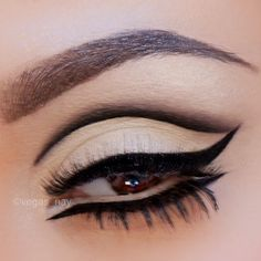 Egyptian Eyes Make-Up Look for Fun Friday Kiss Makeup, Love Makeup, Beauty Makeup, Makeup Looks, Hair Makeup, Stunning Makeup, Makeup Tips 101, Makeup Ideas, Arabian Makeup