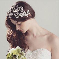 Gorgeous #MariaElenaHeadpieces beautiful unique Bridal comb