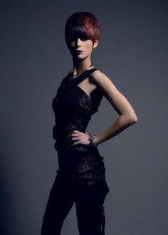 präsentiert von www.my-hair-and-me.de #women #hair #haare #black #outfit #schwarz #short #kurz #kurzhaarfrisur #red #rot