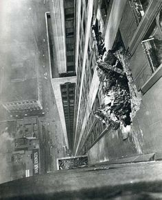A Bomber crashes into the Empire State Building on the morning of July Yet it did not collapse! New York Times photographer Ernie Sisto had two of his friends hold his belt while he dangled off the side of the building to snap this photo. Empire State Building, Central Building, Old Pictures, Old Photos, Rare Photos, Vintage Photographs, Vintage Photos, Photo New York, Photos Rares