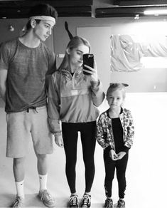 Awww... They look like a cute family #melo