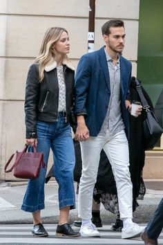 Actress Melissa Benoist and Chris Wood are seen strolling on Rue. Melissa Supergirl, Supergirl Tv, Supergirl And Flash, Chris Wood, Melissa Benoist, Kara And Mon El, Superman, Cw Dc, Batwoman