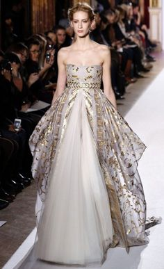 Zuhair Murad Haute Couture spring/summer 2013 This dress would never work with my boobs but I love it!